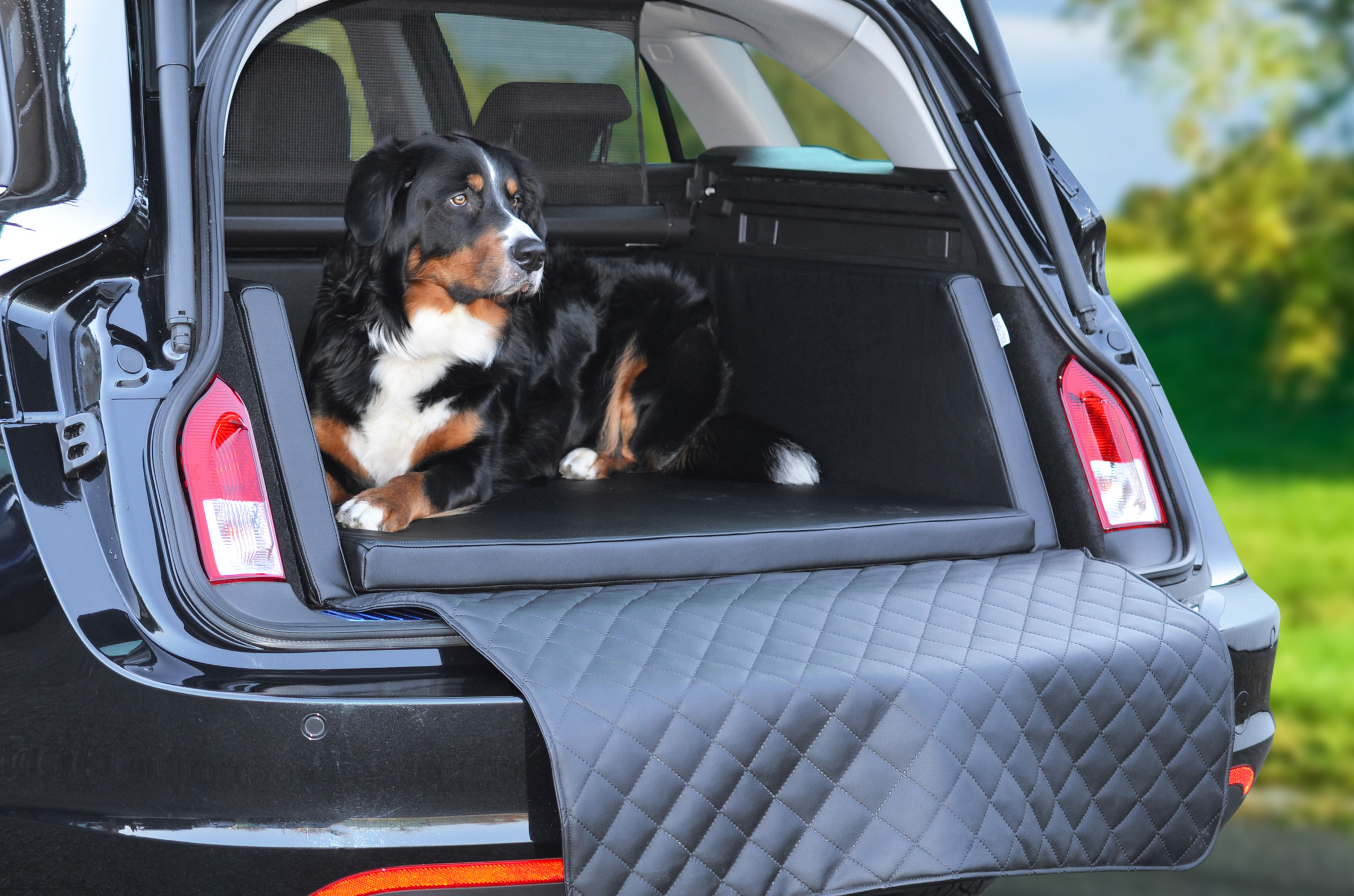 hunde autobett travelmat auto hundereisebett marke modell. Black Bedroom Furniture Sets. Home Design Ideas